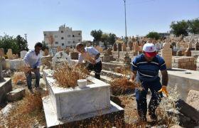 Nusaybin'de cami ve mezarlıklarda bayram temizliği