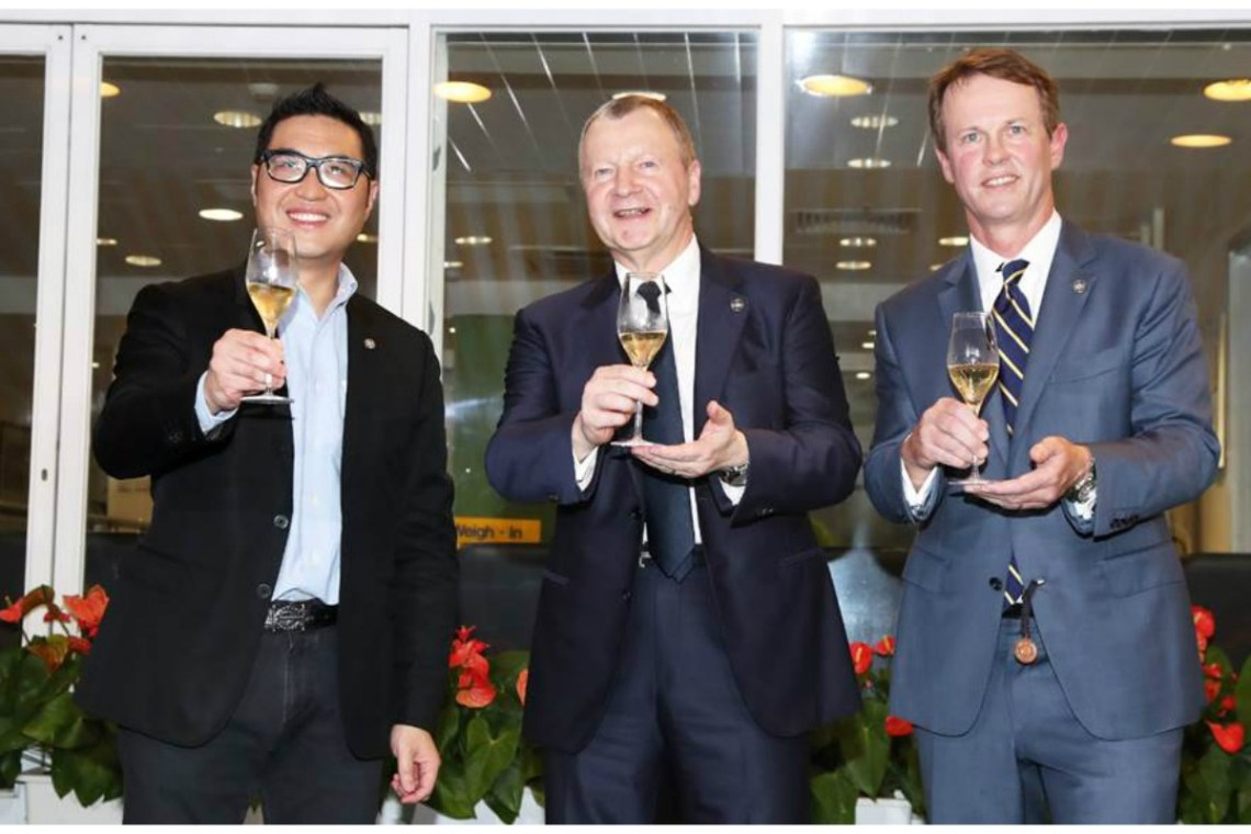 Club CEO Mr. Winfried Engelbrecht-Bresges (centre), Executive Director of Racing Mr. Andrew Harding (right) and Executive Director of Customer and International Business Development Mr. Richard Cheung (left) toast to the successful conclusion of the 2017/18 Hong Kong racing season.