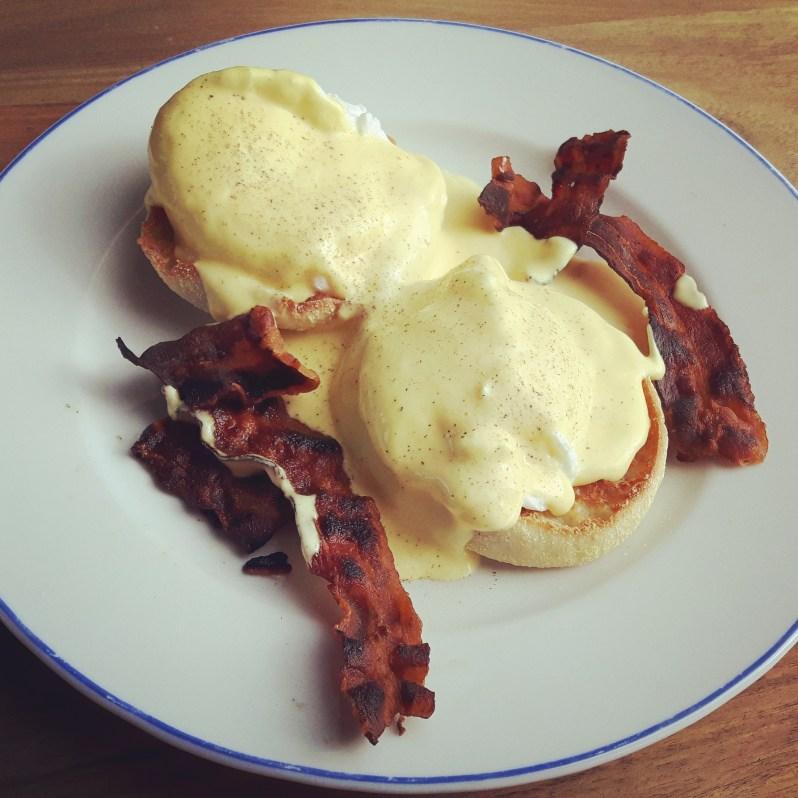 Eggs Benedict recipe simple