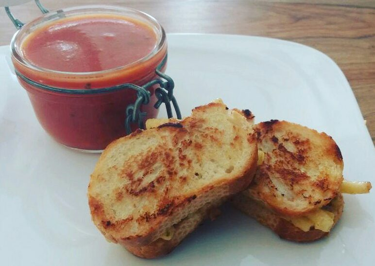 Grilled Mac & Cheese sandwiches with tomato soup recipe