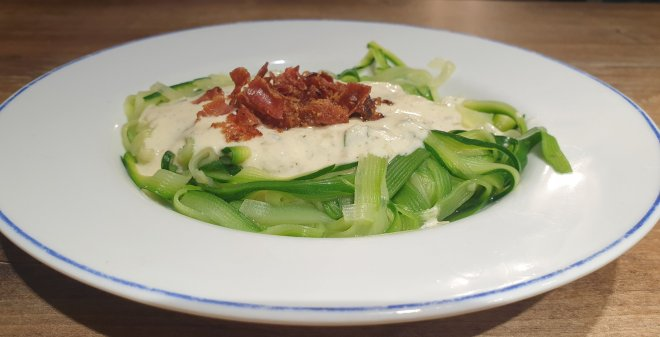 Zoodles with alfredo sauce and bacon