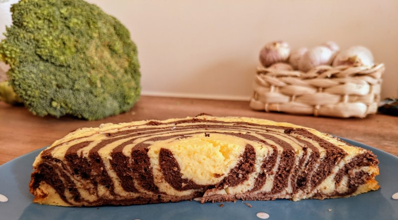 low-carb cheesecake with zebra stripes