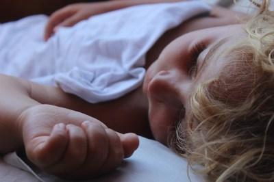 Foto eines schlafenden Kindes
