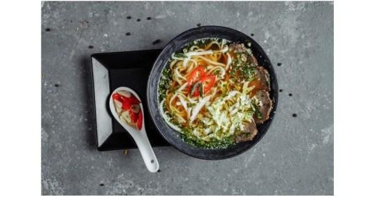 Receta de sopa udon con algas wakame y shiitake - Mares Lingua - Recetas de cocina fáciles de hacer