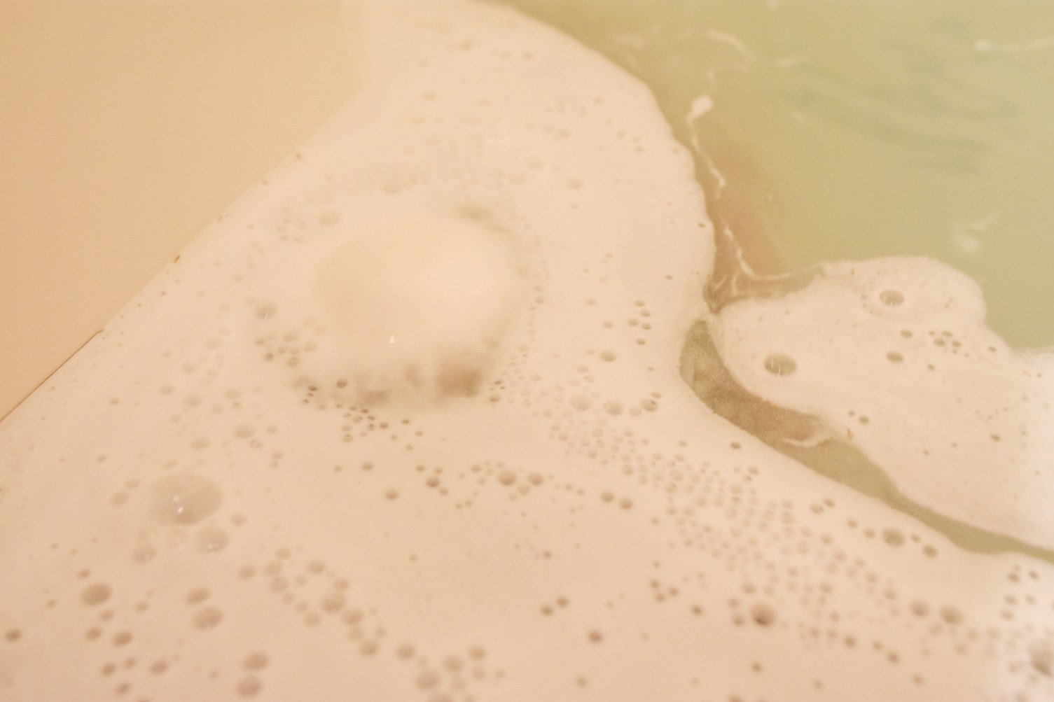 Lush Cosmetics So White Bath Bomb