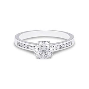 anillo de compromiso estilo solitario con diamantes