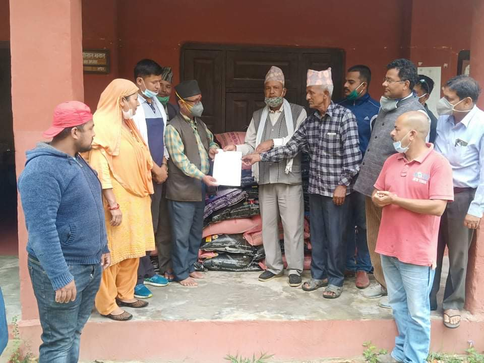 कोहलपुर काँग्रेसद्धारा १० क्वीन्टल चामल हतान्तरण