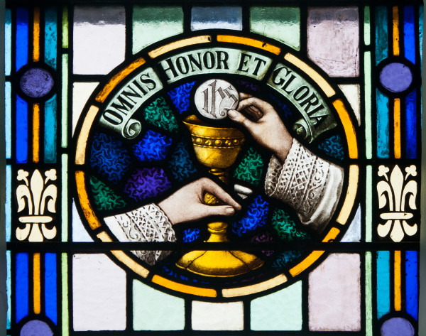 Glenbeigh_St._James'_Church_Nave_Triple_Window_Omnis_Honor_et_Gloria_2012_09_09
