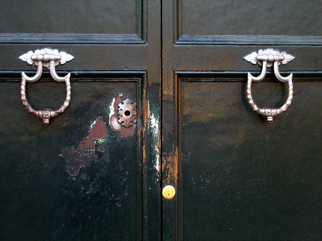 Aventine Keyhole photo by Anthony Majanlahti (Flickr)