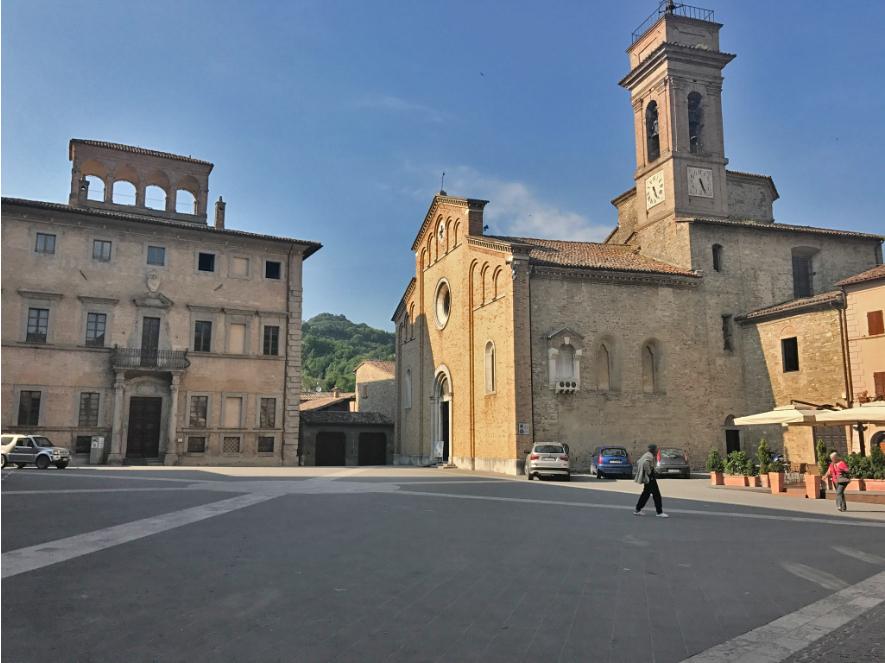 Mercatello piazza Photo by Margie Miklas