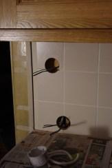 Löcher für die Steckdose und den Lichtschalter