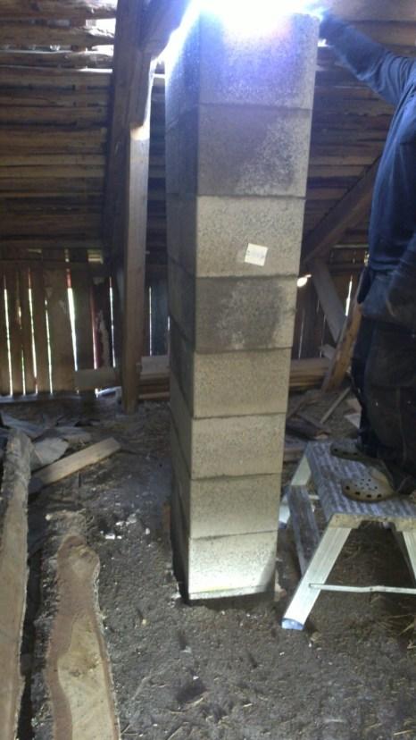 Durchbruch durch die Decke und nach oben durch das Dach