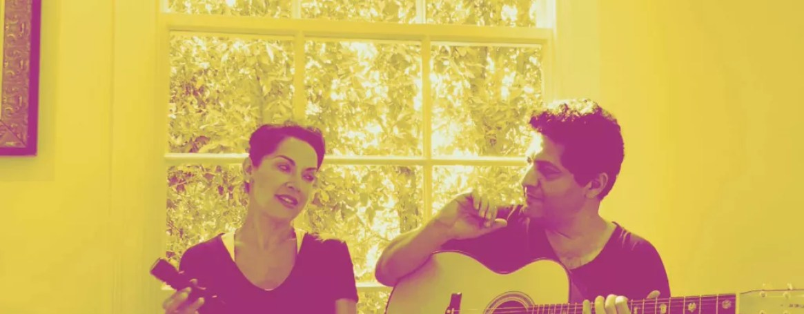 "Margo Rey sings ""Sabor A Mi"" with guitarist Dimitri Mahlis"