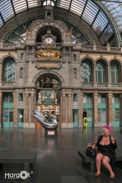 Ze was 'op tiet' op het station... - Antwerpen