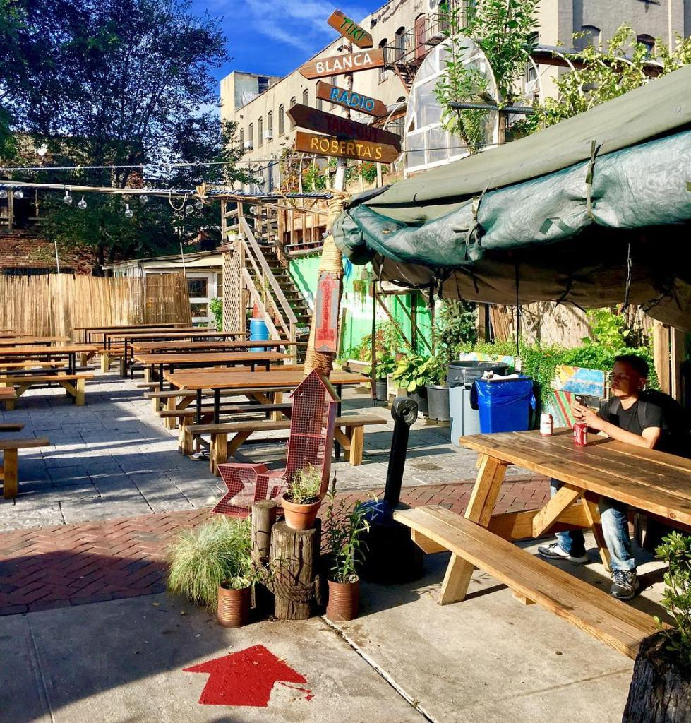 Roberta's Pizza's yard