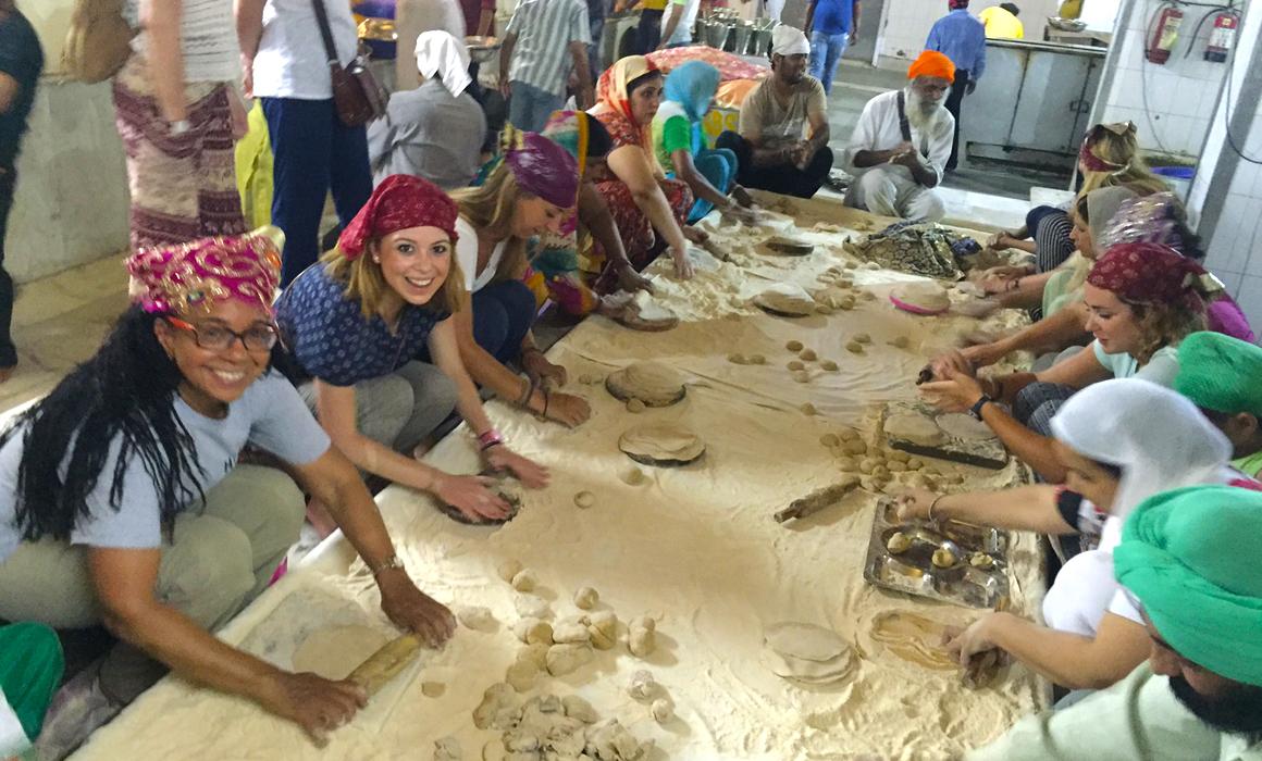 how to do volunteer work in india