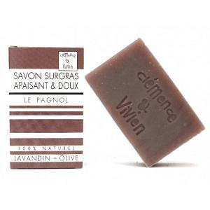 Amoureux de lavande ? Le savon surgras naturel le Pagnol de clemence et vivien : Lavandin + extrait de racine d'orcanette. Moment apaisant garantie! Fabriqué en France. Disponible sur marguette.com au prix de 3.90€