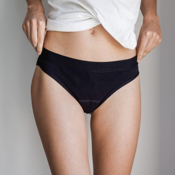 La culotte menstruelle est un sous vêtement de règles. Elle absorbe le sang. Vous avez une protection confortable, écologique et fabriquée en France.