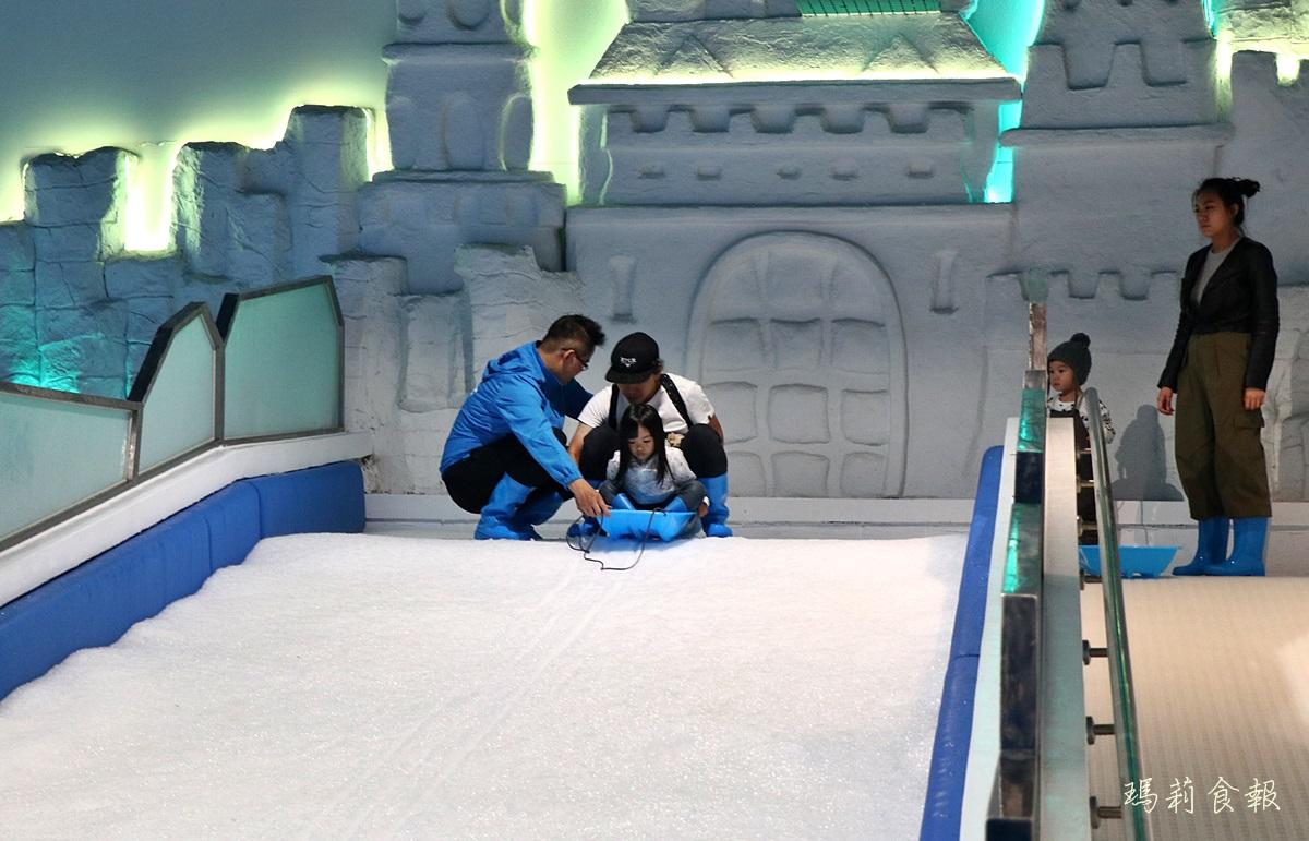台中三井雪樂地,全台第一家恆溫20度雪場,台中就能堆雪人打雪仗,台中三井OUTLET,台中親子景點