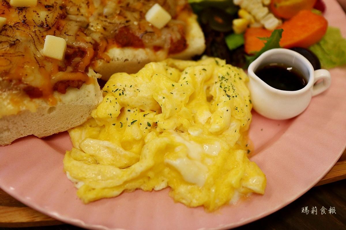 阿飛 Brunch,台中早午餐,台中印度咖哩,平價大份量,全日早午餐,台中車站週邊美食 ,台中東區美食,阿飛 Brunch菜單,阿飛 Brunch價錢