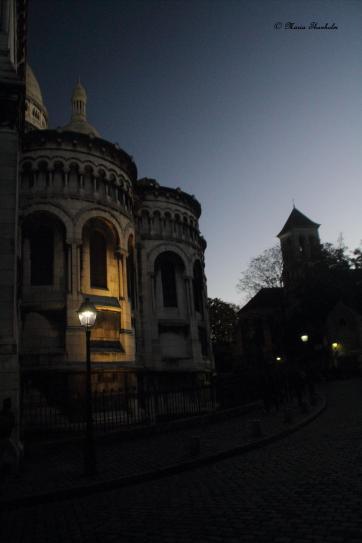 Un challenge photo sur le thème de renouvellement cette semaine ! Bien, dans les rues du Montmartre les lampes sont rallumées chaque soir, donc il s'agit d'un petit renouvellement autour de la basilique du Sacré-cœur.
