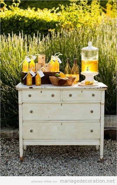 commode vintage pour les boissons d coration mariage id es pour d corer un mariage pas cher. Black Bedroom Furniture Sets. Home Design Ideas