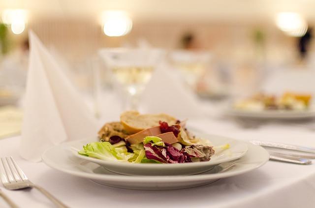 dîner à l'assiette ou buffet pour un mariage éco-responsable