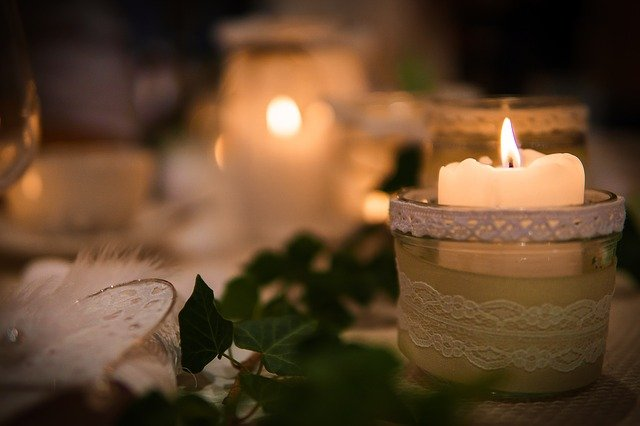 bougies écologiques pour mariage dans photophores avec dentelle