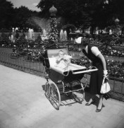 Elegant mother in Tivoli 1950s private photo from a friend