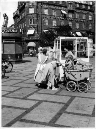 A the town Hall sq, in Copenhagen in the beginning of the 1950s