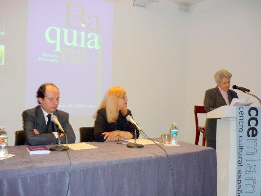 Patricio y Maricel escuchando a la escritora  cubana Amelia del Castillo