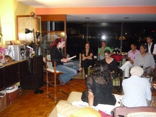 Mayda Colón y otros escritores también declamaron en la noche y se formó la bohemia.