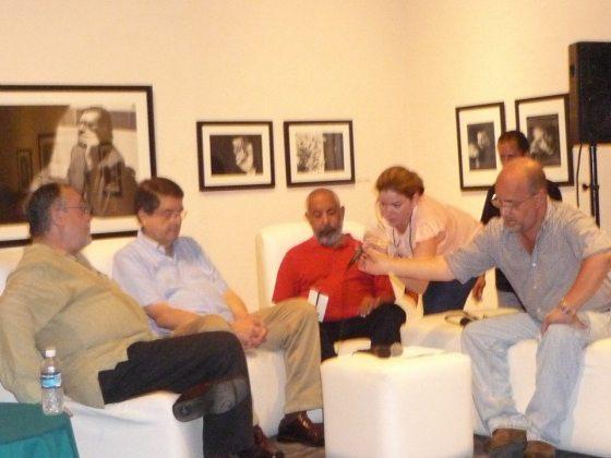 Los escritores Mempo Giardinelli, Sergio Ramirez y Leonardo Padura son preparados para su presentación