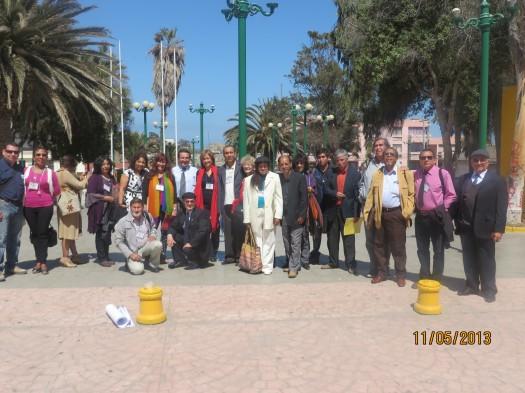El grupo de escritores a la salida de la Gobernación en Chañaral.