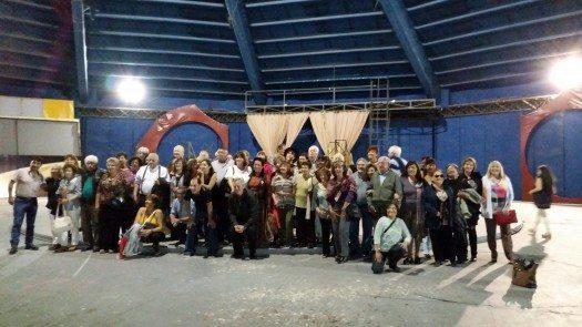 Escritores en el escenario del Estadio Atahualpa Yupanqui.