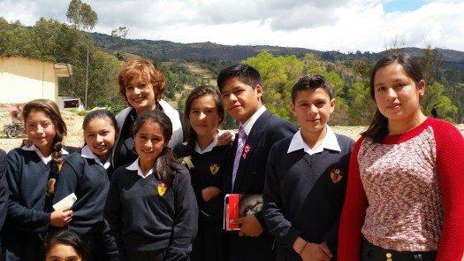 María Juliana y estudiantes del Colegio San Juan