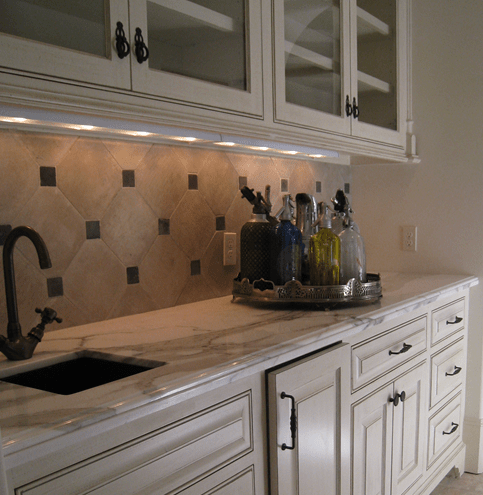 A kitchen designer with that knowhow can help you make the most of your kitchen with an efficient floorplan, good lighting, ergonomic features, smart storage and a pleasing design. Vancouver Interior Designer: Can You use Large Tiles for Your Kitchen Backsplash? - Maria Killam