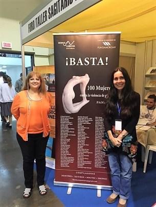 La directora de la editorial Modus Ludicus con la escritora Carolina Fonseca quién estuvo al frente del proyecto.