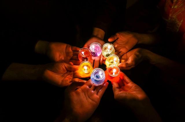 κεριά στο σκοτάδι