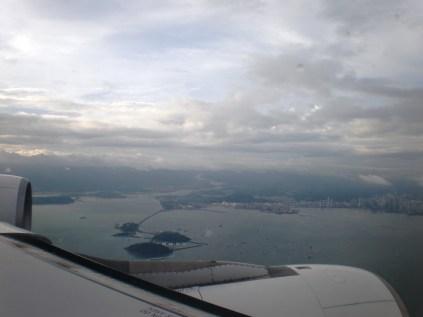 Desde el avión se distingue Causeway de la isla Amador