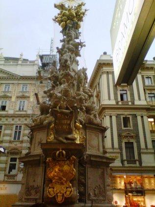 Columna de la Peste, para celebrar su erradicación en 1679