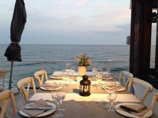 Mesa para cenar el Vivero Beach Club