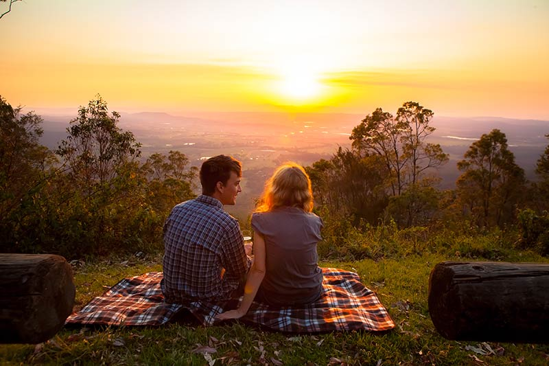 romantic-picnic-witches-falls-cottages.jpg