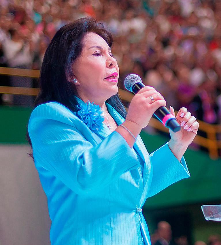 hermana María Luisa Piraquive.
