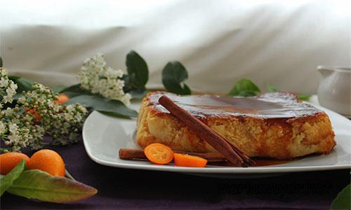 Este es un PAN DE CALATRAVA tradicional, y sencillo. En el el PAN DE CALATRAVA se deben medir bien los tiempo de cocción, porque si te pasas, quedará demasiado cuajado y habrá perdido todas las características que le dan a este típico postre.
