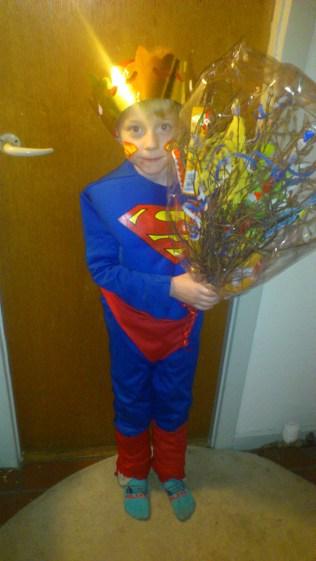 Bastian som Supermand kattekonge.
