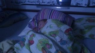 Felix sover i campingvognen