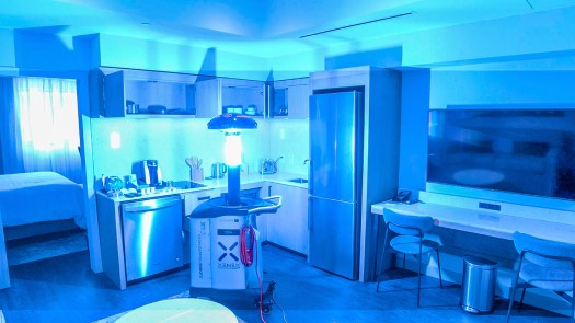 robots luz ultravioleta