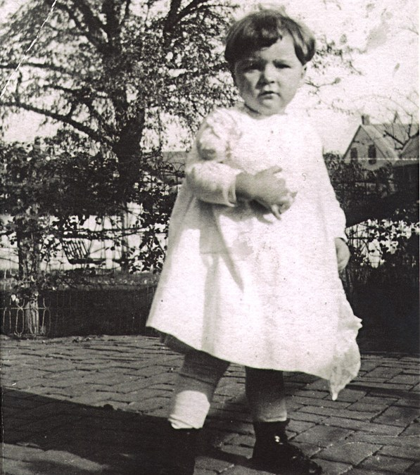 Aunt Ruthie Longenecker: Her Life in Pictures