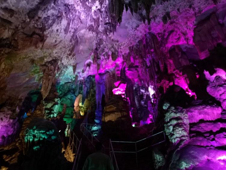 Spectacol de lumini colorate-Peștera Ledenika